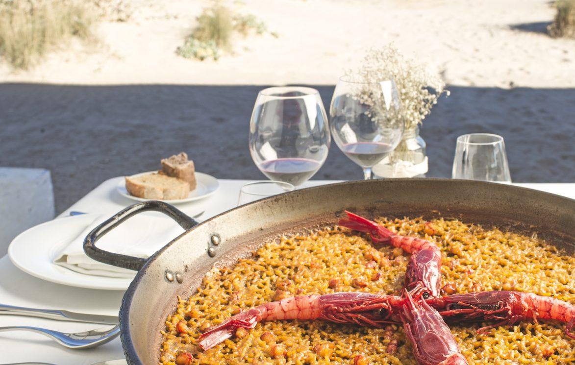 Paella a pie de playa. Foto: Josep Gil.